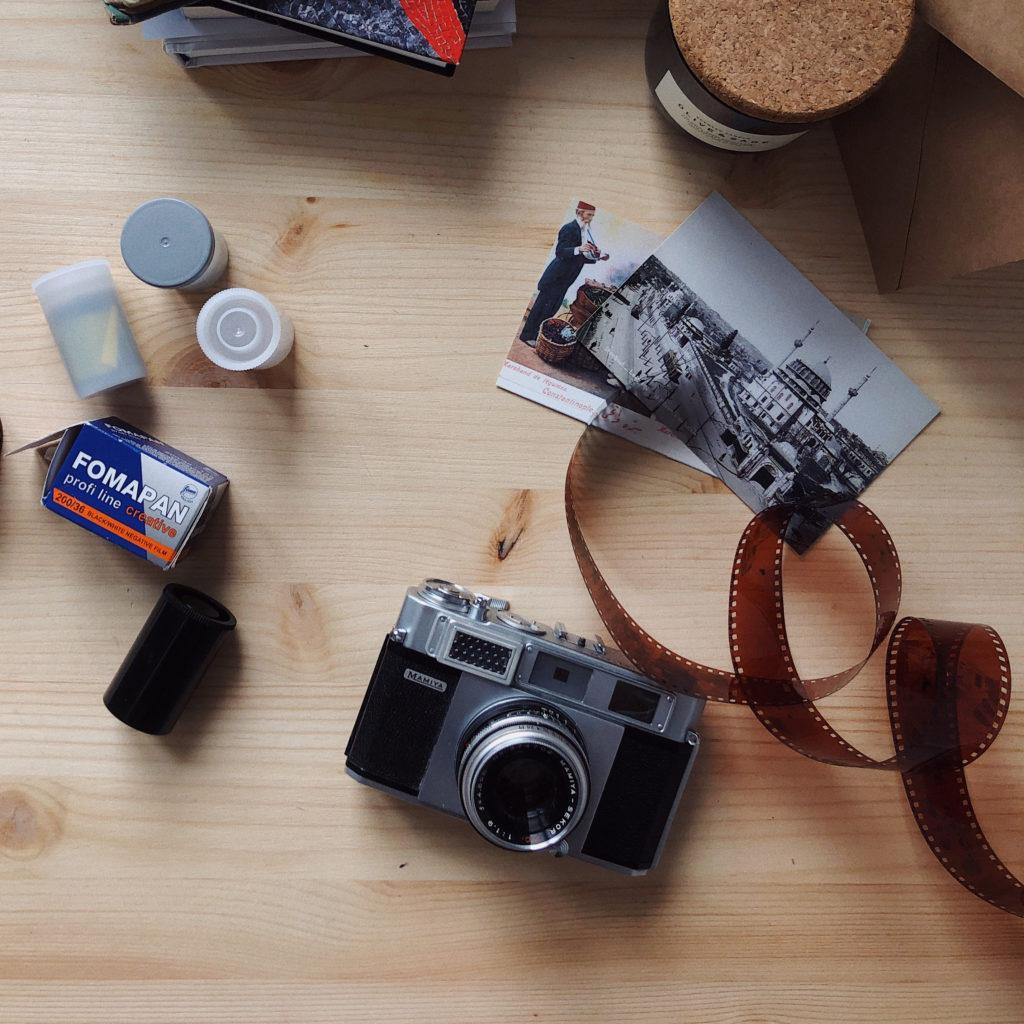 sfondo rullini e fotografia analogica